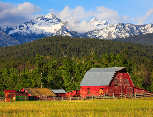 Barn with view of Como Peaks