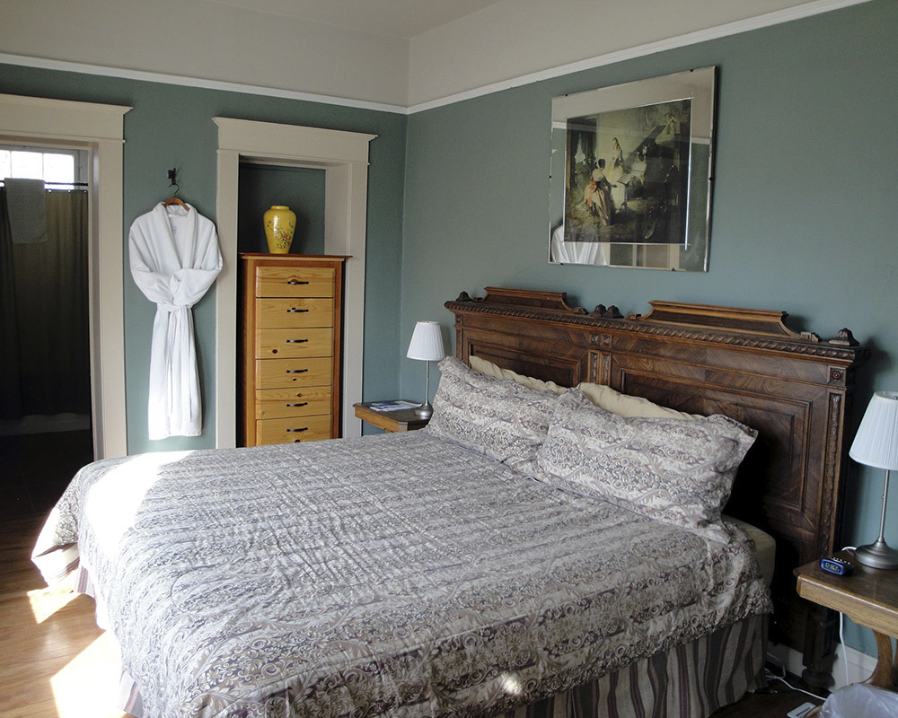 bed in historic hotel stevensville montana